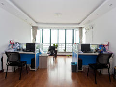 中南公寓 把东头套三 百日优惠活动中介费1.5%二手房效果图
