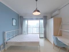 万象天成 业主诚心卖 室内环境干净 采光通风好 客厅出阳台二手房效果图